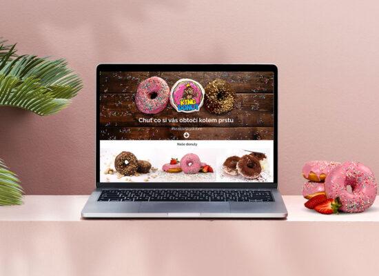 Zorazení webových stránek King Donut na notebooku